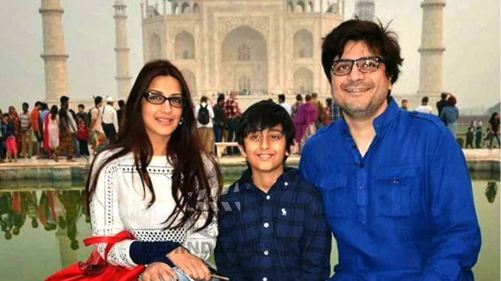 Sonali-bandre-family