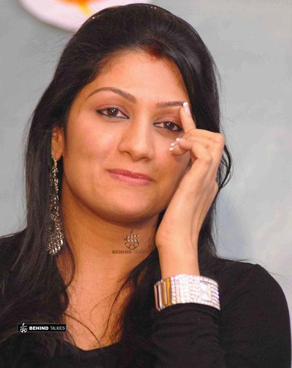 actress-kutty-radhika