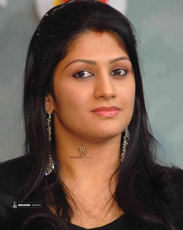 kutty-radhiga--actress