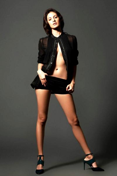 amyra-dastur-in-a-super-sexy-pose
