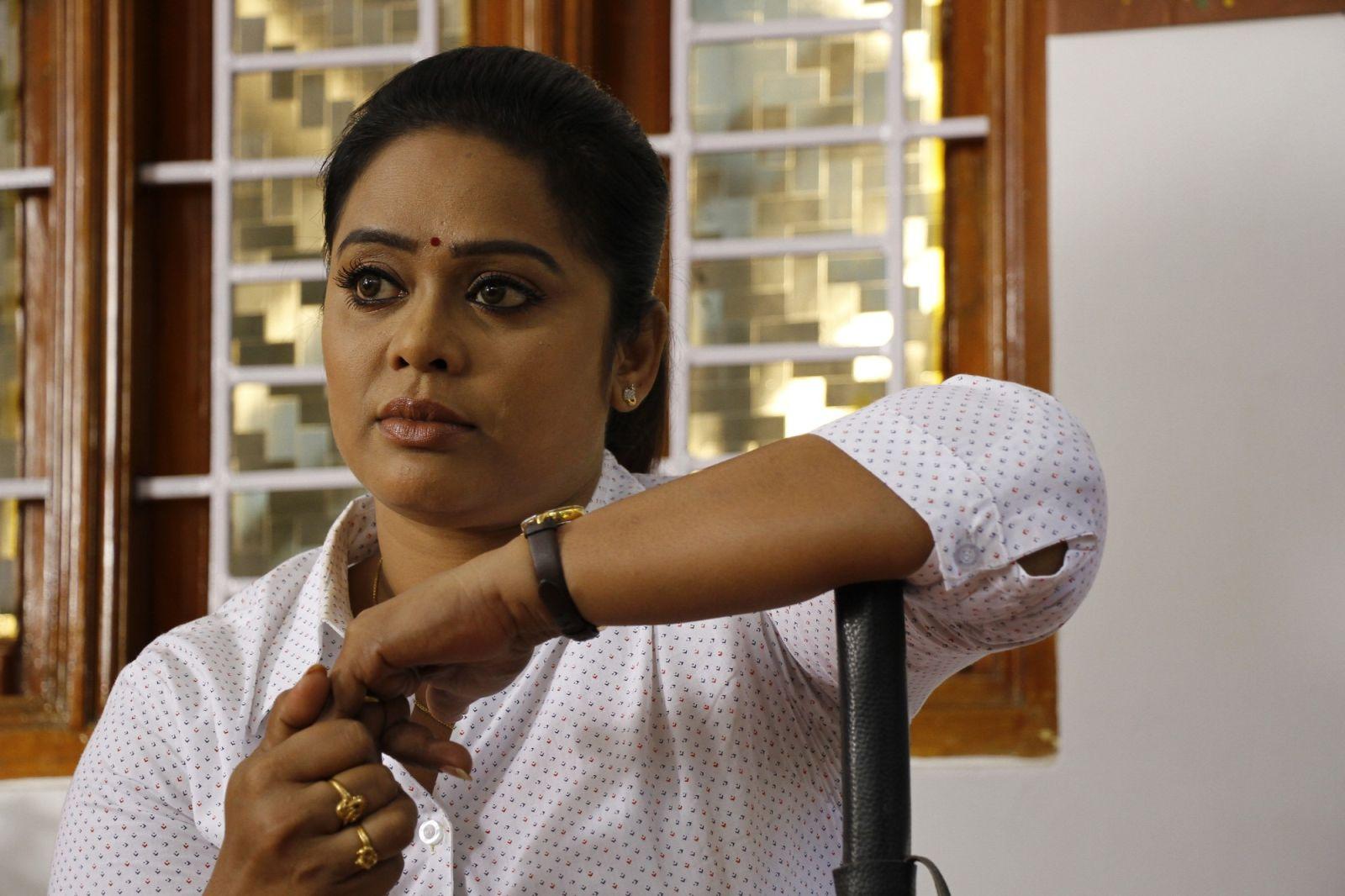 actress deva priya
