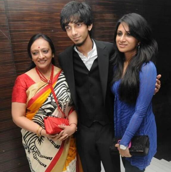 anirudh mom and sister