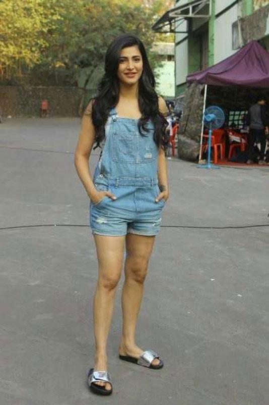Actress-sruthi-haasan