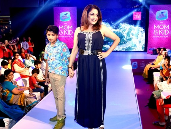 Ramya-Krishnan-walks-the-ramp-with-her-son