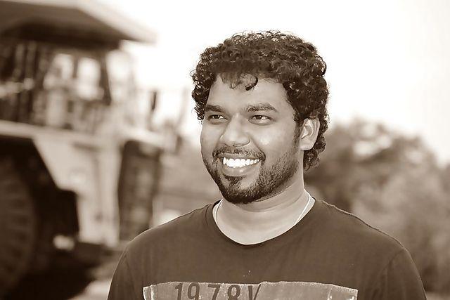 Diwakar_(singer)_-_Dhivagar_Santhosh