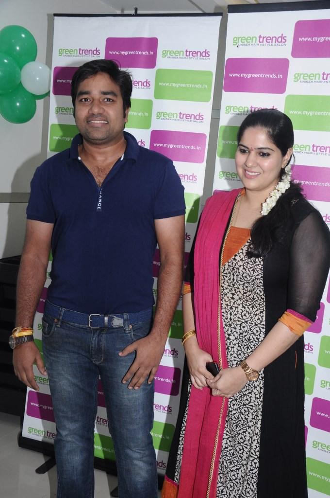 mirchi-shiva-with-wife-priya
