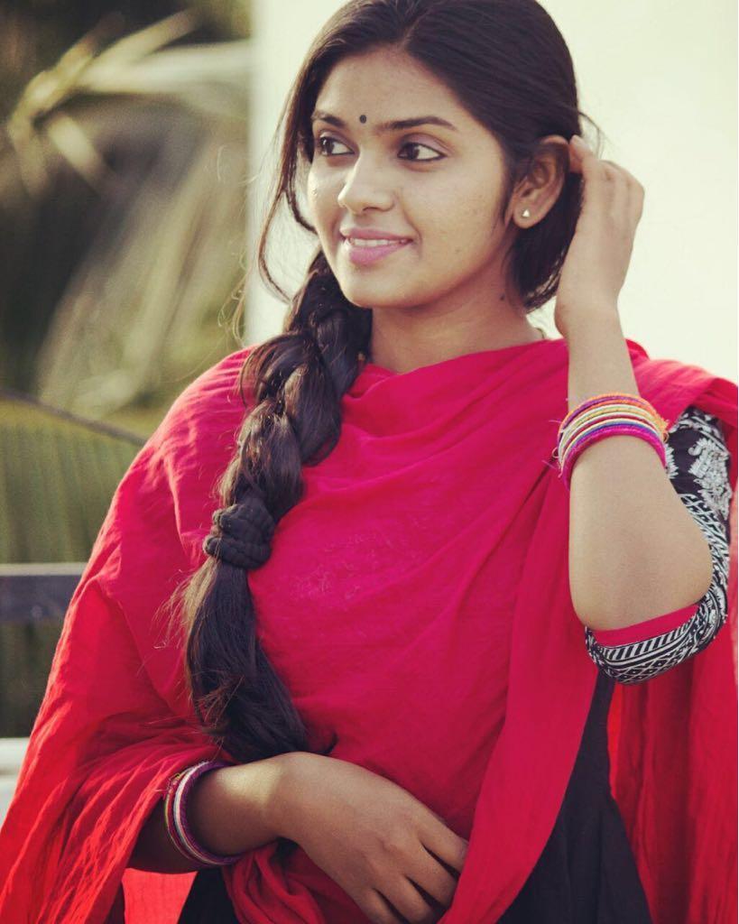 Actress jayathri