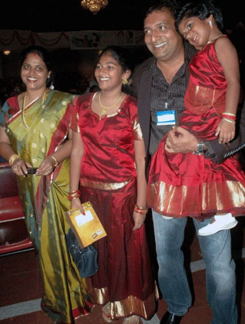 Prakash-Raj-with-his-Ex-wife-and-daughters